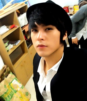 http://thecodeofbeasty.files.wordpress.com/2010/04/100405_dongwoon_cy.jpg